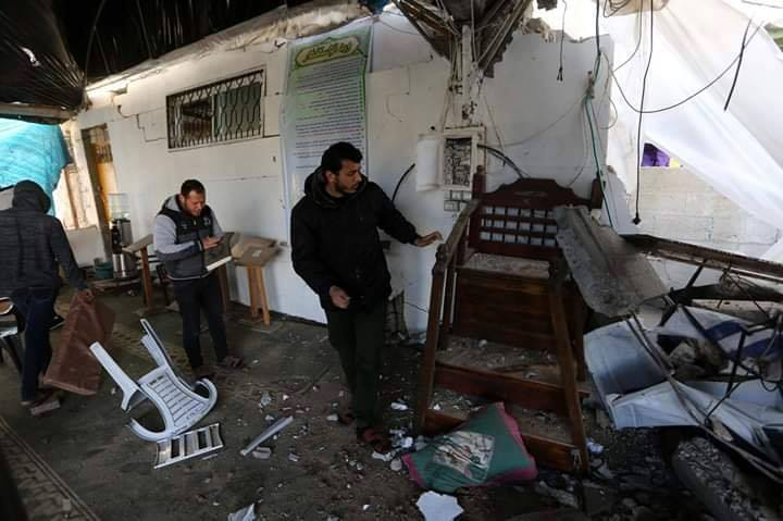 Ruines de la mosquée Omar Bin Abdul-Aziz, dans le nord de la bande de Gaza, ciblée par des avions israéliens hier soir.1