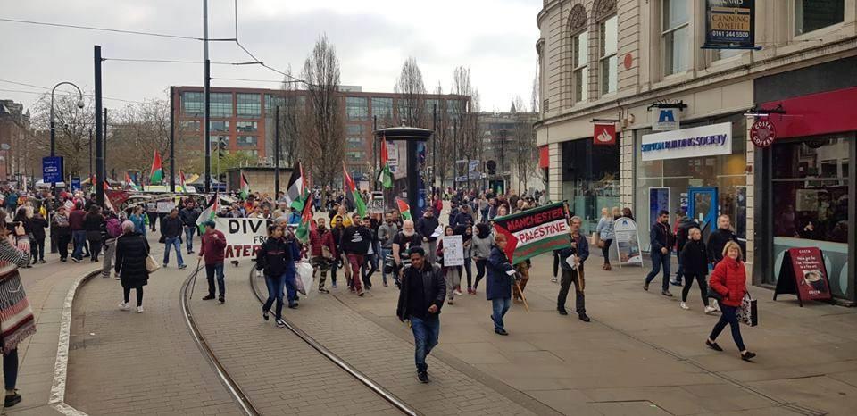 De nombreux anglais à Manchester ont défilé samedi en solidarité avec la Grande Marche du Retour à Gaza.4