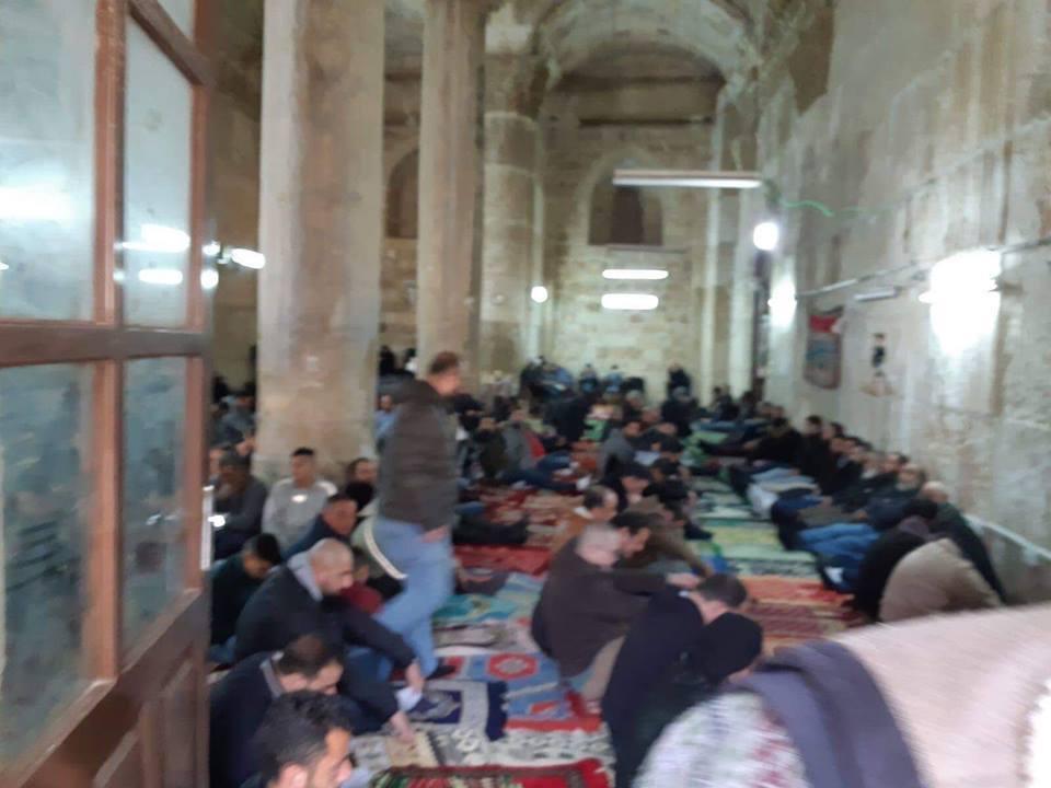 Des centaines de palestiniens effectuent la prière hebdomadaire du vendredi au complexe de la mosquée Al-Aqsa à Jérusalem occupée3