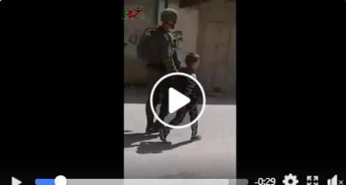 Le forces d'occupation ont arrêté mardi un enfant palestinien de 8 ans à Al Khalil et l'ont emmené sans aucune raison dans un camp militaire