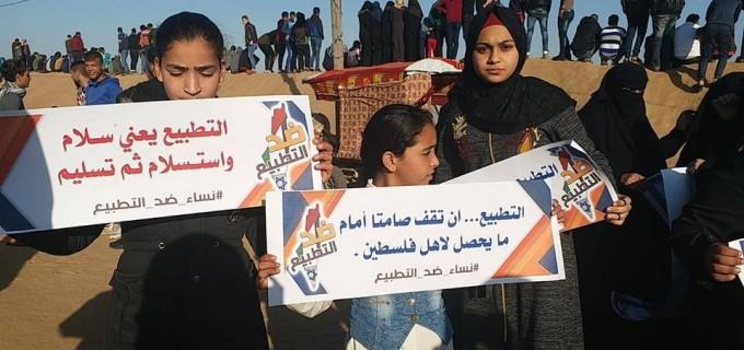 Les femmes palestiniennes participent à la Grande Marche du Retour hebdomadaire à la frontière de Gaza, aujourd'hui.
