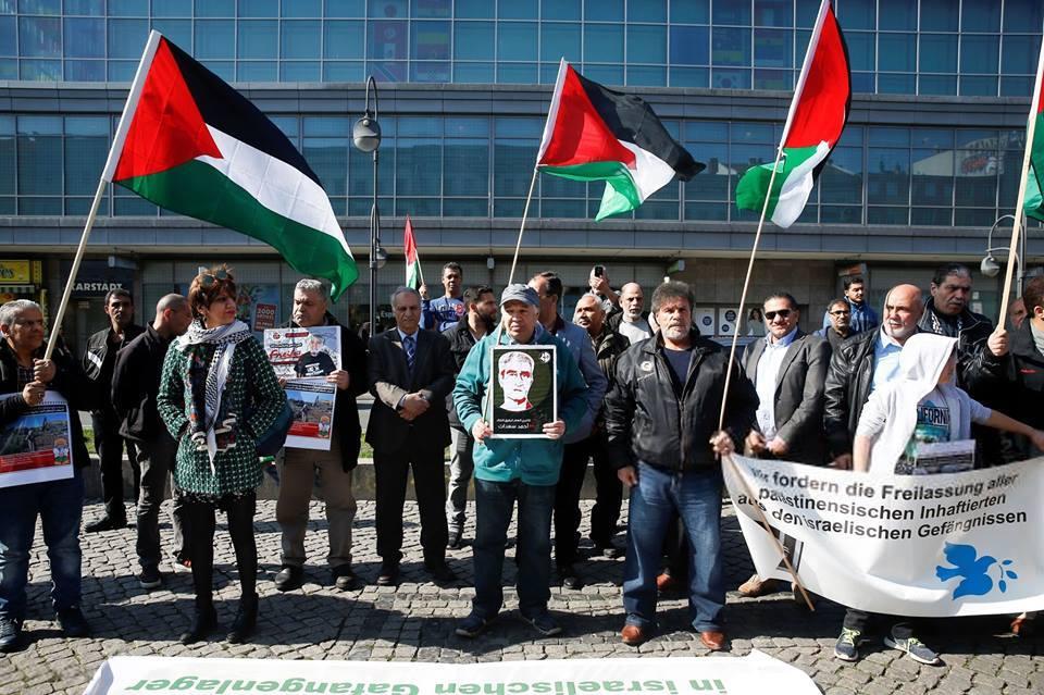 Les militants pro-Palestine se sont réunis hier à Berlin, en Allemagne, en solidarité avec les palestiniens qui commémorent le premier anniversaire de la Grande Marche du Retour.4