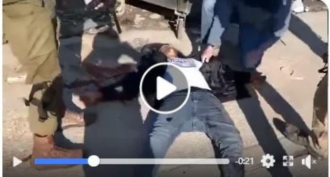 Les soldats israéliens tirent sur un jeune homme palestinien sur le point de contrôle de Huwarah dans Naplouse occupée et refusent de fournir des soins médicaux.