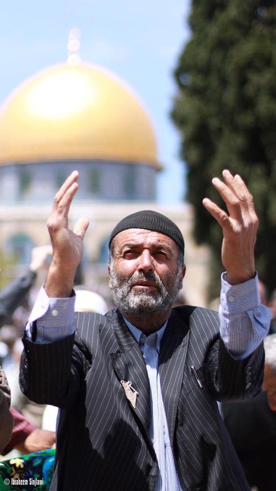 Des centaines de milliers de palestiniens ont effectué la prière du vendredi dans la mosquée Sainte d'Al Aqsa à Jérusalem occupée hier, malgré les restrictions des forces israéliennes.3