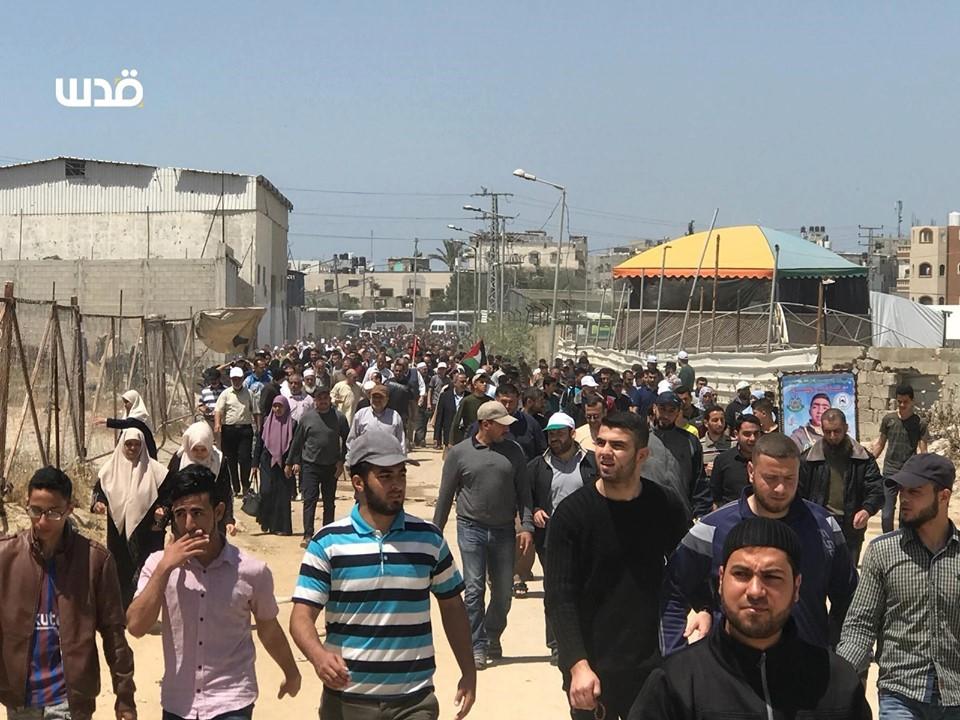 Des milliers de palestiniens se sont rendu aux frontières de la bande de Gaza pour réclamer leur droit de retourner dans leurs maisons2