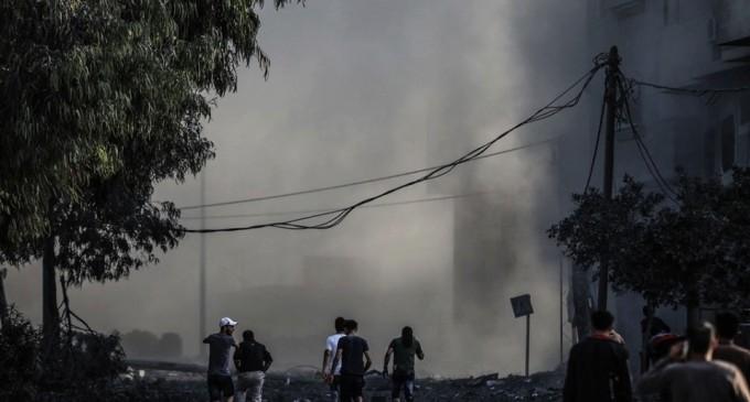 Horribles scènes de destruction laissées par les frappes aériennes israéliennes sur les bâtiments résidentiels à Gaza