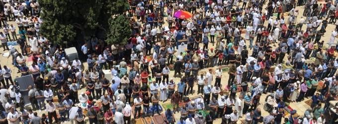 Malgré les restrictions israéliennes, des milliers de fidèles musulmans ont effectué la 2èmz prière du vendredi du mois sacré de Ramadan dans la mosquée Al-Aqsa à Jérusalem occupée.