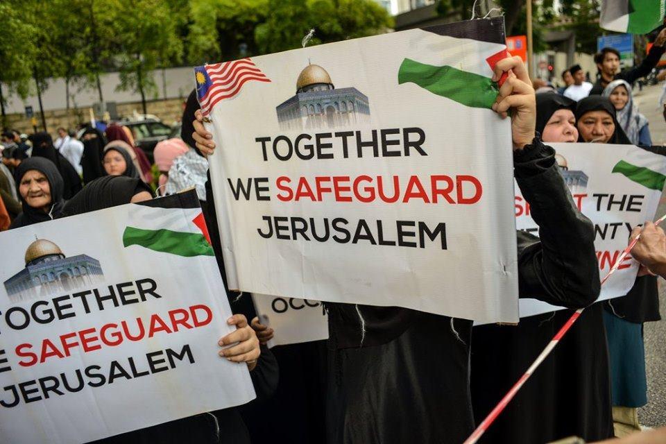 Des manifestations devant le siège de l'ambassade américaine dans la capitale malaisienne Kuala Lumpur.. pour célébrer la Journée Mondiale d'Al Qods1