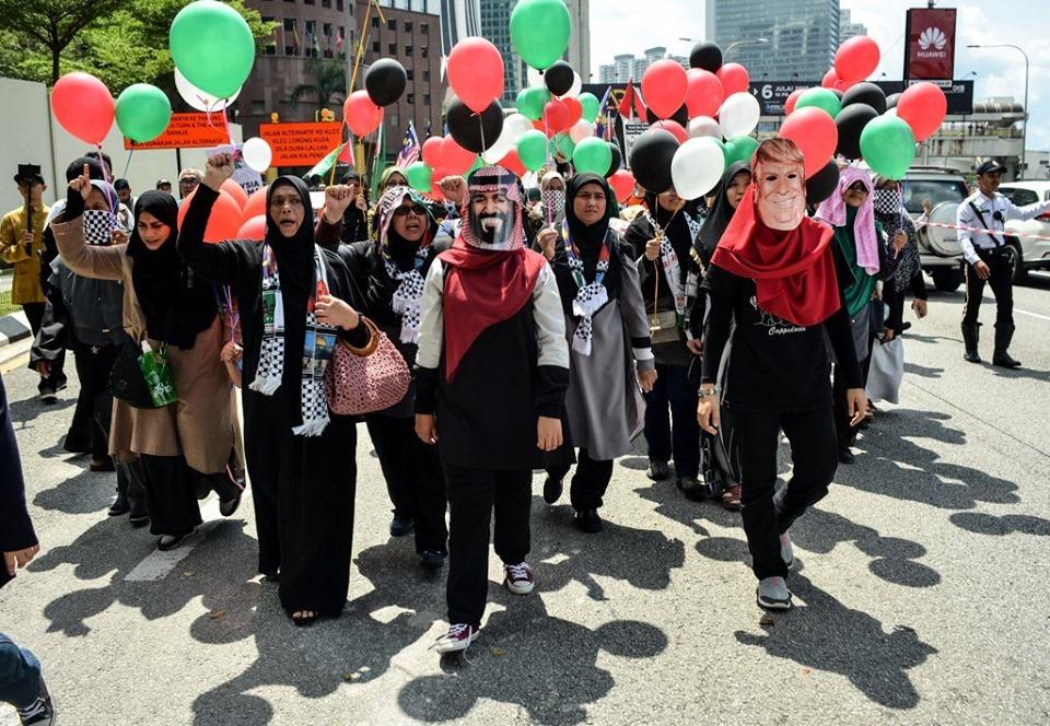 Des manifestations devant le siège de l'ambassade américaine dans la capitale malaisienne Kuala Lumpur.. pour célébrer la Journée Mondiale d'Al Qods2