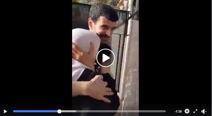 L'ex-Prisonnier Palestinien Ahmad Qaddumi rencontre sa mère au moment où il a été libéré des prisons israéliennes après 17 ans de détention, aujourd'hui