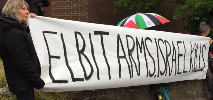 En images : Un groupe d'activistes du Royaume-Uni a occupé le dimanche le toit de l'usine d'armement israélienne, elbit-Ferranti, dans le centre d'Oldham.