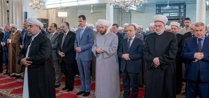 En image : Le Président Al-Assad effectue la prière de l'Aïd Al-Adha à la mosquée Al-Affar à Damas