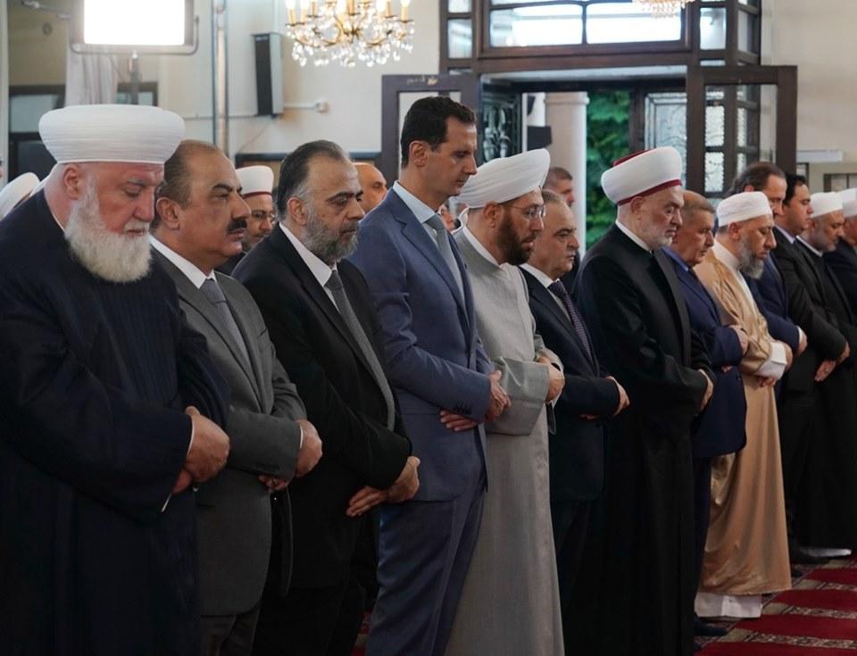 Le Président Al-Assad effectue la prière de l'Aïd Al-Adha à la mosquée Al-Affar à Damas.1