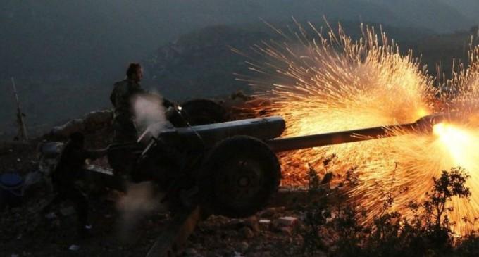 L'armée syrienne déchaîne une attaque intense sur le nord-est de Lattaquié