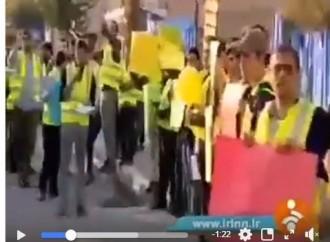 Les étudiants iraniens manifestent devant l'ambassade de France à Téhéran en solidarité avec les gilets jaunes et pour dénoncer le régime de Macron.