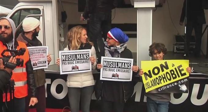 Les Gilets Jaunes protestent contre l'islamophobie pendant l'acte 51