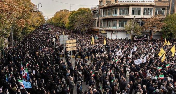 Les Iraniens organisent des manifestations massives contre les émeutiers vandalistes dans le pays