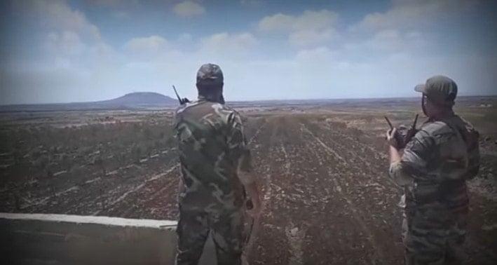 L'armée syrienne lance une grande contre-offensive pour reprendre les zones perdues dans le sud-est d'Idlib