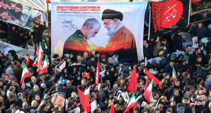 "Zarif : ""Seuls Trump, Pompeo et Daesh célèbrent l'assassinat du général Soleimani"""