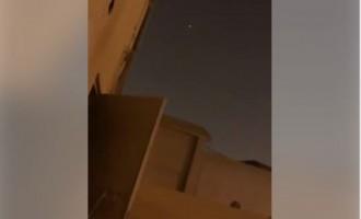 Regardez les missiles yéménites survolant le ciel de Riyad avant de s'abattre sur leur cibles…