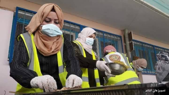 Des femmes volontaires de Rafah (sud de la bande de Gaza) préparent des colis alimentaires 1