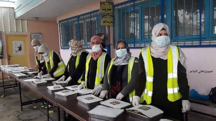 Des femmes volontaires de Rafah (sud de la bande de Gaza) préparent des colis alimentaires 2
