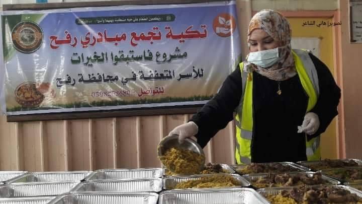 Des femmes volontaires de Rafah (sud de la bande de Gaza) préparent des colis alimentaires3