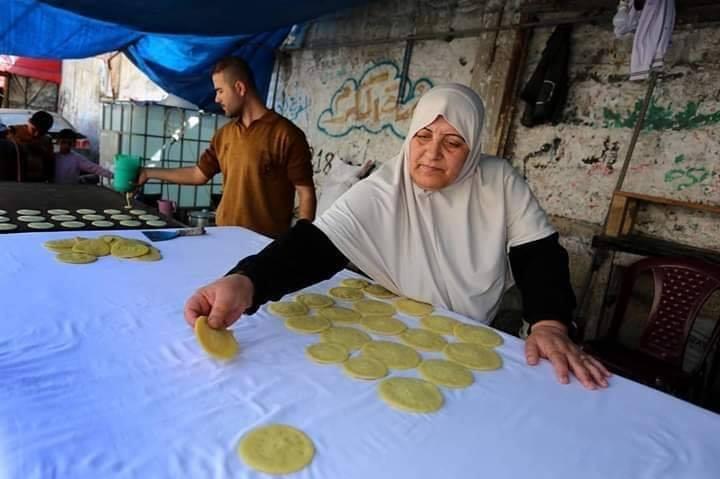 Voici Oum Eyad Salha, une palestinienne de 55 ans, de Deir El Balah dans la bande de Gaza1
