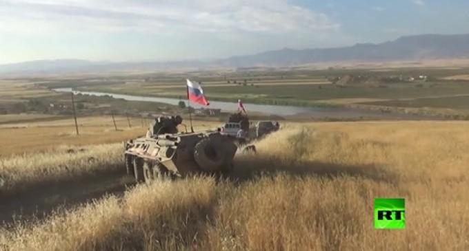 Pour la 1ère fois depuis le début de la guerre en Syrie, les forces russes arrivent au fin fond du triangle frontalier entre la Syrie, la Turquie et l'Irak…
