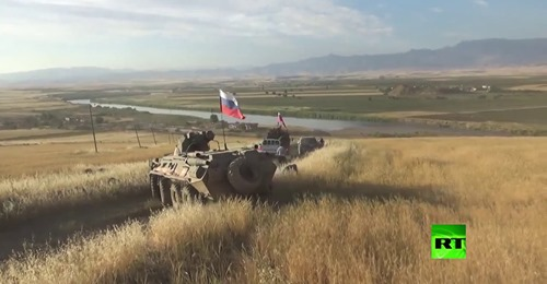Pour la 1ère fois depuis le début de la guerre en Syrie, les forces russes arrivent au fin fond du triangle frontalier entre la Syrie, la Turquie et l'Irak.