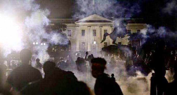 L'IMAGE DU JOUR : La Maison Blanche attaquée, les USA au bord du chaos !
