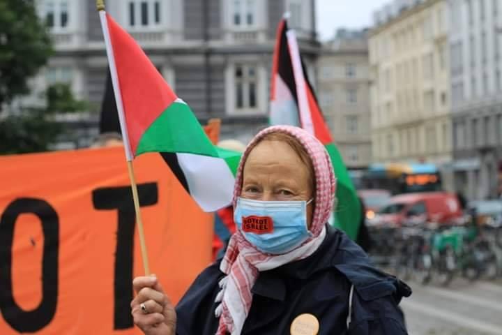 Les manifestants ont manifesté leur solidarité envers le peuple palestinien en chantant des slogans solidaires