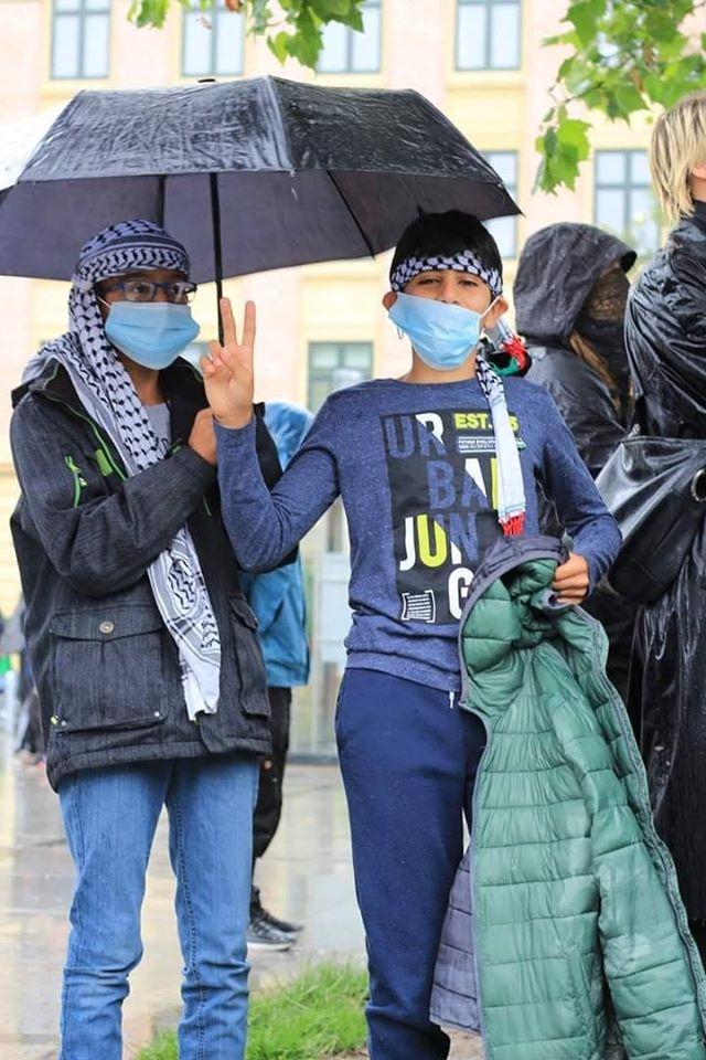 Les manifestants ont manifesté leur solidarité envers le peuple palestinien en chantant des slogans solidaires3