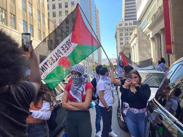 Les militants pro-Palestine ont bloqué la rue devant le consulat de l'occupation israélienne à San Francisco en protestation contre le plan d'annexion israélien, hier