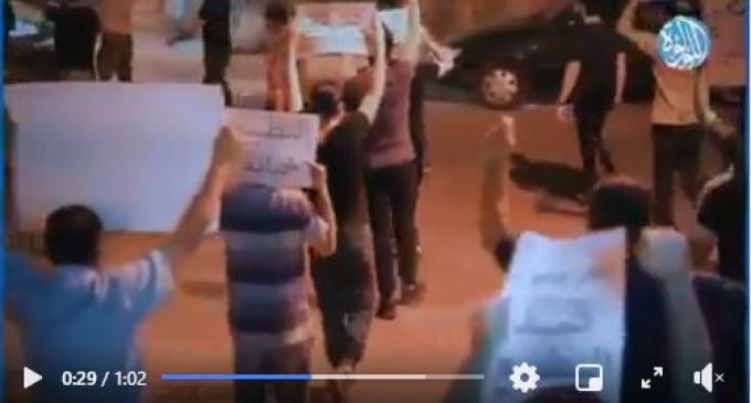 Vidéo | Rassemblement des Bahreïnis à Manama en condamnation avec la déclaration du gouvernement sur la normalisation de ses relations avec l'État occupant d'Israël, hier soir.