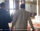 Vidéo : 3 personnes d'une délégation émiratie forcé a sortir de la mosquée sainte par des adorateurs
