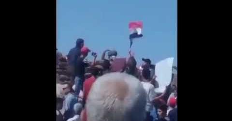 Des Syriens assiègent un poste militaire turc pour exiger le retrait de Syrie