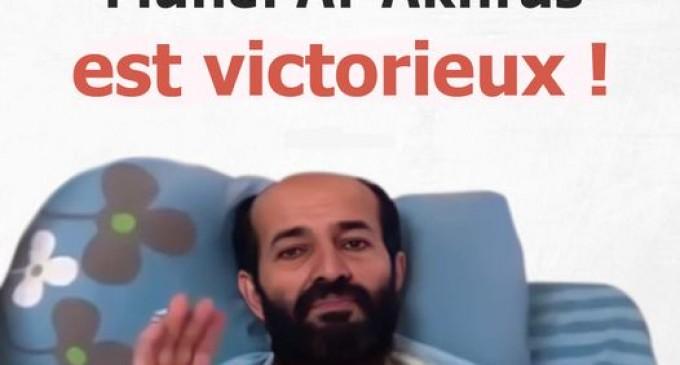 Après 103 jours de grève de la faim, le prisonnier palestinien Maher al-Akhras met fin à sa après avoir conclu un accord avec les autorités d'occupation israéliennes pour le libérer le 26 novembre.
