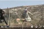 Regardez   Un vieil homme palestinien affronte les forces d'occupation israéliennes lors des affrontements dans le village de Deir Jarir en Cisjordanie occupée