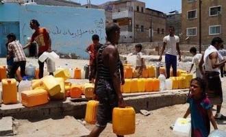 Photos après les bombardements de la coalition arabe contre la ville d'Aden au Yémen