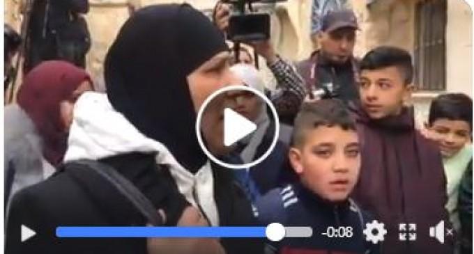 """"""" Sortez de chez moi !"""" la réaction d'une femme palestinienne après avoir été expulsée"""