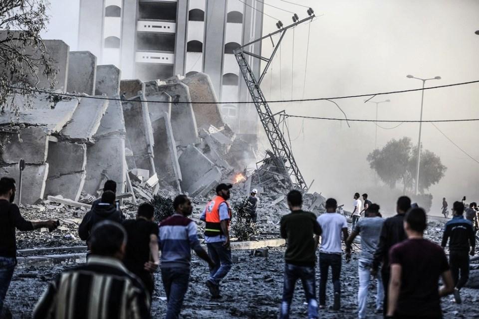Horribles scènes de destruction laissées par les frappes aériennes israéliennes sur les bâtiments résidentiels à Gaza.