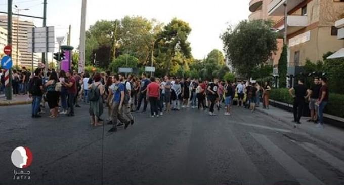 Refusant la décision d'annexer de grandes parties de terres palestiniennes en Cisjordanie, les grecs ont protesté mercredi devant l'ambassade israélienne à Athènes pour dénoncer la décision et confirmer le droit de retour des Palestiniens.