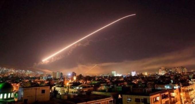 Les défenses aériennes syriennes répondent à la frappe aérienne israélienne