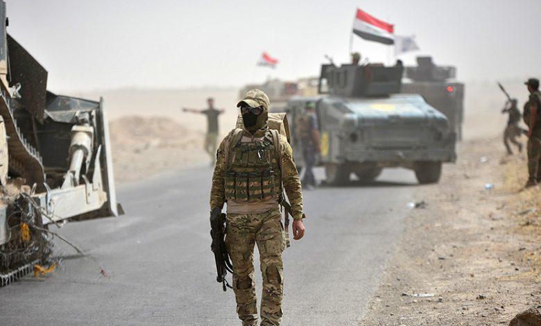 Les forces irakiennes déterrent une fosse commune avec les restes de 50 personnes assassinées par Daesh