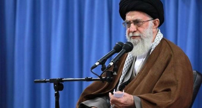 """L'Ayatollah Khamenei : """"La raison des événements horribles dans le monde de l'islam, du Cachemire à la Libye, est manque d'unité des musulmans"""""""