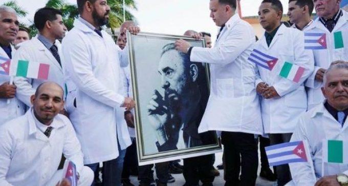 Cuba a envoyé des médecins en première ligne contre la pandémie de Covid dans plus de 20 pays. Même si Cuba est sous des sanctions brutales depuis près de 60 ans.