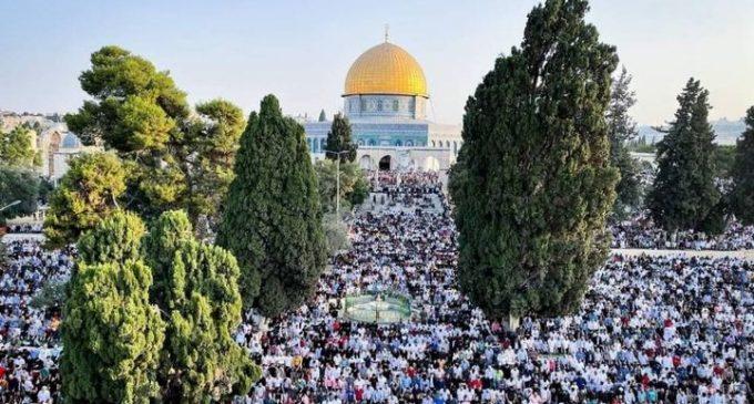 Plus de 100 000 fidèles accomplissent la prière de l'Aïd Al Adha à la mosquée Al Aqsa