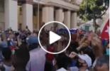 Cuba : des partisans du gouvernement descendent dans les rues à l'appel du Président qui dénonce une tentative de déstabilisation de la part des États-Unis.
