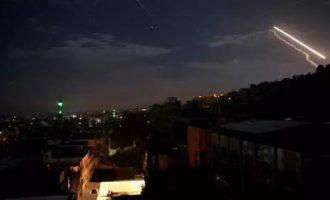 Des unités de défense aérienne syriennes interceptent et détruisent les missiles du régime israélien au-dessus de Damas